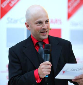 Messe-Moderator Joram Seewi